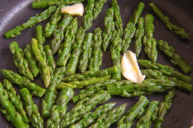 Punte d'asparago in padella