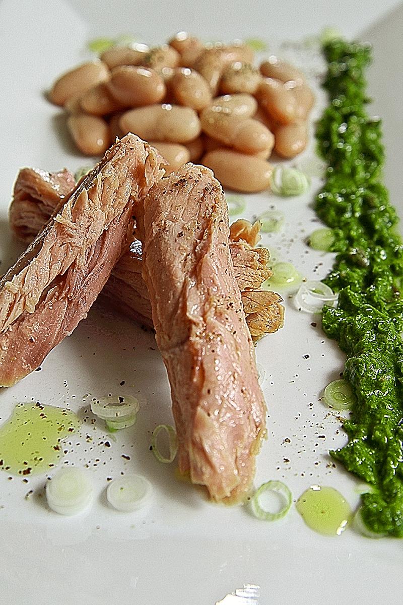 Ventresca cannellini cipollotti e salsa verde al wasabi