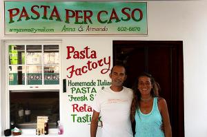Anna e Armando proprietari di Pasta per Caso Caye Caulker Belize